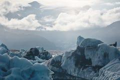 Härlig kall landskapbild av den icelandic glaciärlagunfjärden, Arkivbild