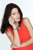 härlig kallande telefonkvinna Fotografering för Bildbyråer