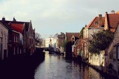 Härlig kanal i Brugge royaltyfria foton
