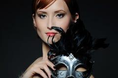 härlig karnevalmaskeringskvinna royaltyfria foton
