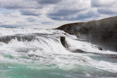 Härlig kaskad av Gullfoss eller den guld- vattenfallet, Island royaltyfria foton