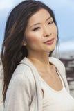 Härlig kinesisk asiatisk flicka för ung kvinna Arkivfoton