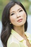 Härlig kinesisk asiatisk ung kvinnaflicka Royaltyfria Bilder