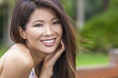 Härlig kinesisk asiatisk ung kvinnaflicka Arkivbild