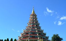 Härlig kinesisk pagod på den Hyuaplakang templet i Chiang Rai, Th royaltyfria bilder