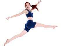härlig kläderflicka som hoppar tonårs- genomkörare Royaltyfri Foto
