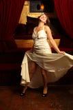 härlig klänningwhitekvinna Royaltyfri Foto
