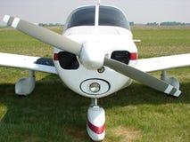 Härlig klassisk pipblåsare Pa-28 Cherokee 140 Arkivfoto
