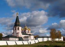 Härlig kloster i Ryssland Arkivfoton