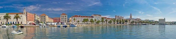 Härlig kluven panorama- strandsikt Arkivbild
