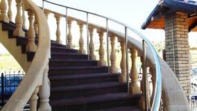 Härlig krökt trappuppgång arkivbilder