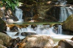 Härlig Krathing vattenfall i nationalparken, Thailand Royaltyfria Foton