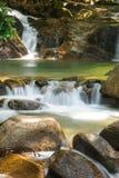 Härlig Krathing vattenfall i nationalparken, Thailand Arkivbild