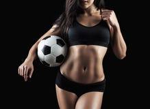 Härlig kropp av bollen för fotboll för konditionmodell den hållande Fotografering för Bildbyråer