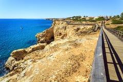 Härlig kust i Carvoeiro, Algarve, Portugal arkivfoto