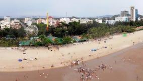 Härlig kust- stad på sommarmorgon royaltyfria bilder