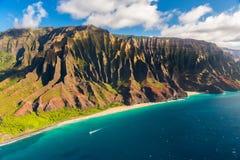 Härlig kustlinje för Na Pali i Hawaii