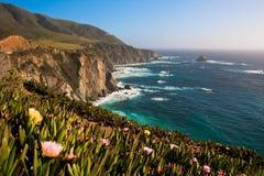 Härlig kustlinje längs det Stillahavs- i stora Sur, Kalifornien Arkivfoton