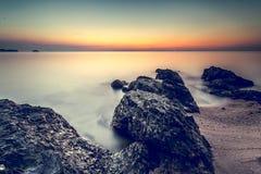 Härlig kustsolnedgång Arkivbild