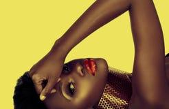 härlig kvinna för afrikansk amerikan Arkivbild