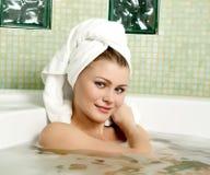 härlig kvinna för badrum royaltyfria foton