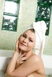 härlig kvinna för badrum royaltyfria bilder