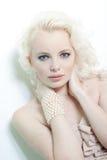 Härlig kvinna för blont hår Arkivfoto
