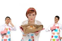 härlig kvinna för brödchiabattamatlagning Fotografering för Bildbyråer