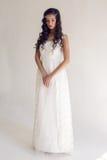 Härlig kvinna för brud i bröllopsklänningen - stil Arkivfoton