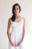 Härlig kvinna för brud i bröllopsklänningen - stil Royaltyfri Fotografi