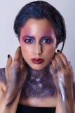 härlig kvinna för skönhetmorgonstående Kosmisk flicka Royaltyfri Bild