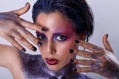 härlig kvinna för skönhetmorgonstående Kosmisk flicka Fotografering för Bildbyråer
