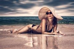 härlig kvinna för strand Fotografering för Bildbyråer