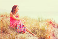 härlig kvinna för strand arkivfoton