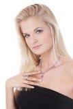 härlig kvinna för text för smyckenståendeavstånd Arkivbild