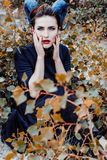 Härlig kvinna från en saga med hårhorn Arkivfoto