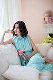 Härlig kvinna i blåttklänning Royaltyfria Foton