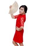 Härlig kvinna i dräkt för traditionell kines royaltyfri bild