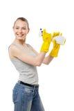 Härlig kvinna i gula rubber handskar över vit Royaltyfri Foto