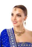 Härlig kvinna i indisk traditionell kläder och tillbehör arkivfoton