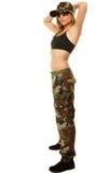 Härlig kvinna i isolerad militärkläder Royaltyfria Bilder