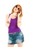 Härlig kvinna i jeanskjol som stannar till telefonen Royaltyfria Bilder