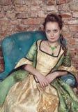 Härlig kvinna i medeltida klänning Arkivbilder