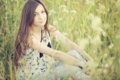 Härlig kvinna i natur Fotografering för Bildbyråer