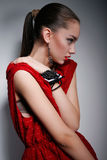 Härlig kvinna i röd klänning Royaltyfri Bild