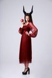 Härlig kvinna i röd klänning Arkivbild