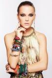 Härlig kvinna i smycken Royaltyfri Fotografi