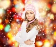 Härlig kvinna i vinterhatt Royaltyfri Bild
