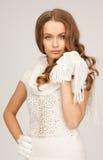 Härlig kvinna i vita handskar Royaltyfri Bild