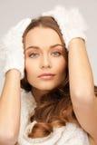 Härlig kvinna i vita handskar Royaltyfri Fotografi